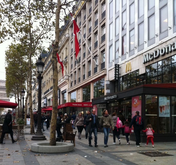 Champ_Elysees_Boulevard_Şanzelize