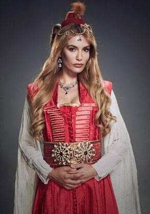 Gamze Özçelik, Çiçek Hatun rolüyle Game of Thrones karakteri Cersei Lannister'a benzetildi