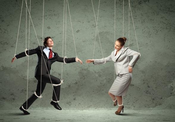 iliskilerde-duygusal-manipulasyon